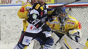 Ambris Eric Landry (v.) beschäftigt Langenthals Defensive.
