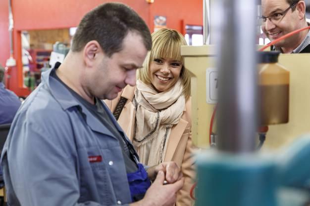 Francine Jordi besichtigt die Werkstatt