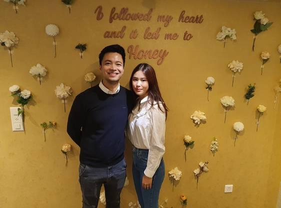 Fürs Foto posierten sie ohne Maske: Binh und Thanh Ngan Luong (rechts) in ihrem Laden an der Rathausgasse 27.