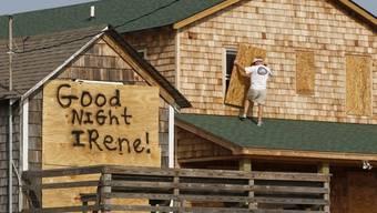 """Ein Küstenbewohner sagt """"Irene"""" seine Meinung in Nags Head, N.C."""