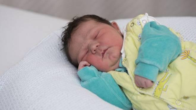 Valentin wurde gestern im Kantonsspital Baden geboren. Statistisch gesehen wird er länger leben als Babys in allen andern Ländern der Welt. Foto: Maria Schmid