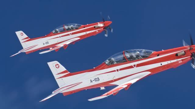 Zwei PC-21, erbaut von Pilatus, im Dienst der Schweizer Luftwaffe. (Archiv)