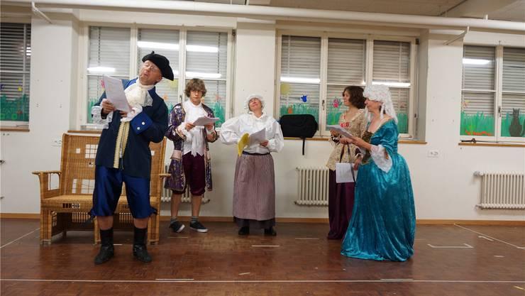 Die Schauspieler der «Badener Maske» während der Proben zu Molières Stück «Sganarell».