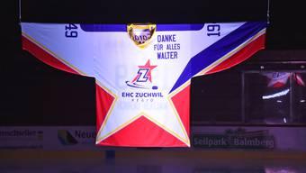 """""""Danke für alles Walter"""", steht auf dem Trikot mit der Nummer 49, der Jahrgang von Walter Ulrich."""