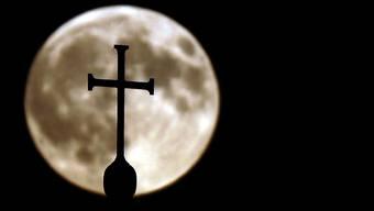 Der Schatten der Missbrauchsskandale belastet den Vatikan (Symbolbild)