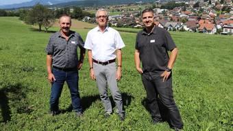 Lebendige Müheler SVP-Geschichte: Ortsparteipräsident Hans Ulrich Lüscher, alt Ammann Jörg Kaufmann, Ammann Andreas Urech (v.l.).