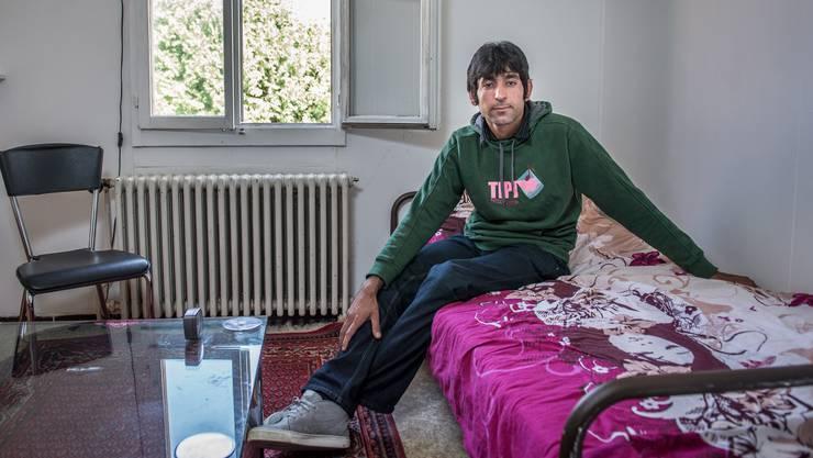 Der afghanische Asylbewerber Azad Gul in Niederwil in seiner Unterkunft.