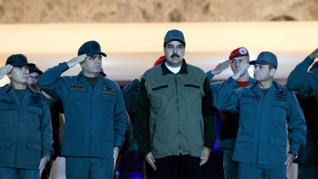 Venezuelas Präsident Nicolás Maduro bei einer Zeremonie mit Soldaten in Caracas.