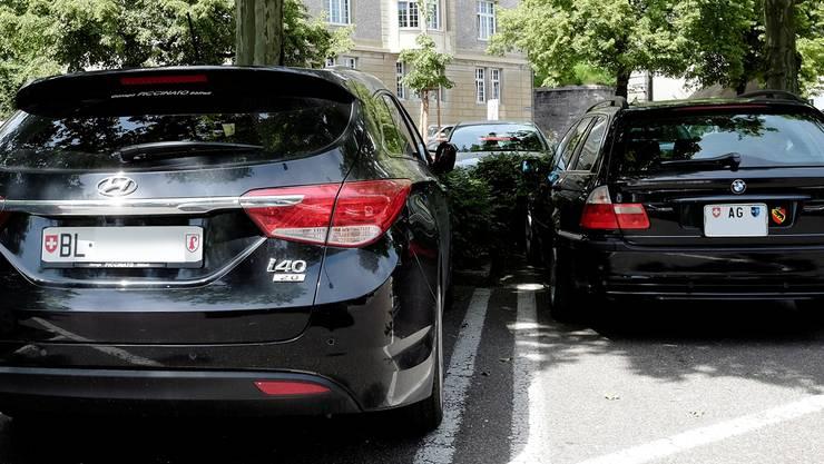 Die Aargauer Autofahrer zahlen ihre Strassen bereits selbst. Die Baselbieter Regierung prüft nun ebenfalls einen Strassenfonds. Kenneth Nars