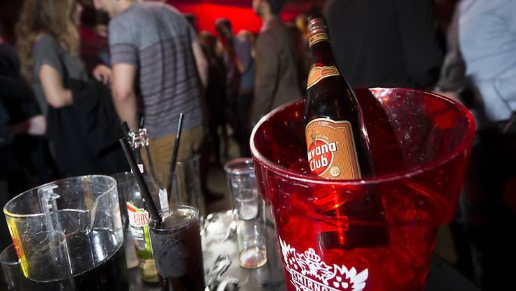 Im Kanton Tessin müssen Clubs und Diskotheken wegen der stark gestiegenen Corona-Fallzahlen schliessen. (Themenbild)