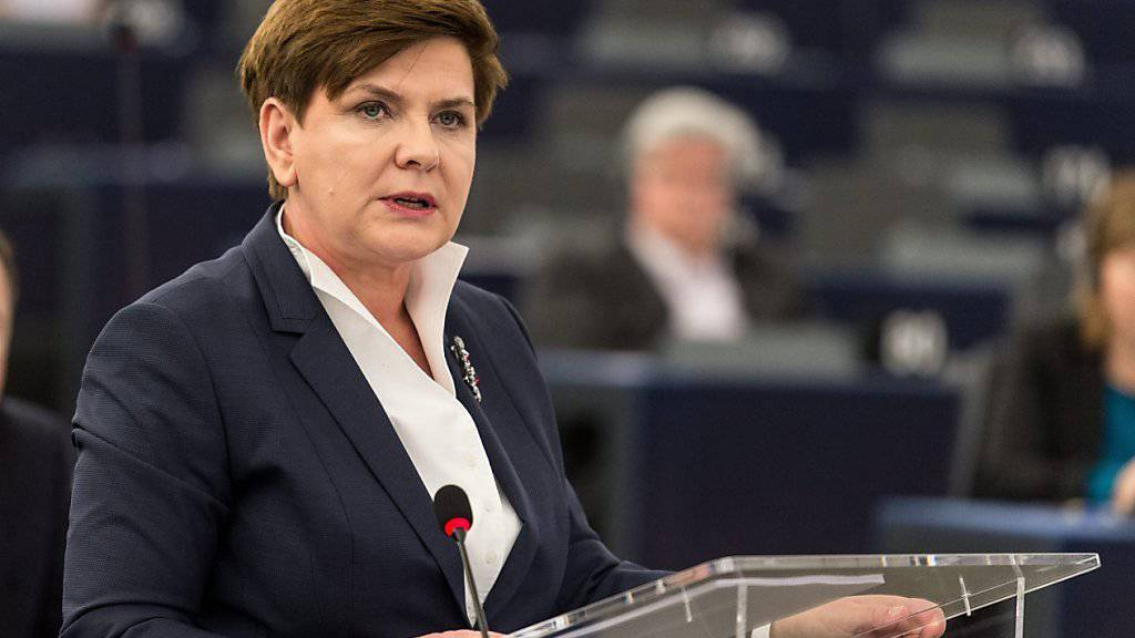 Schwerarbeit für die polnische Regierungschefin Beata Szydło bei der Verteidigung ihrer Politik vor den EU-Parlamentariern in Strassburg.
