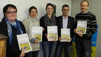 Die Kulturkommission Wölflinswil-Oberhof präsentierte die 44. Ausgabe der «Rückblende» im alten Gemeindehaus. bi