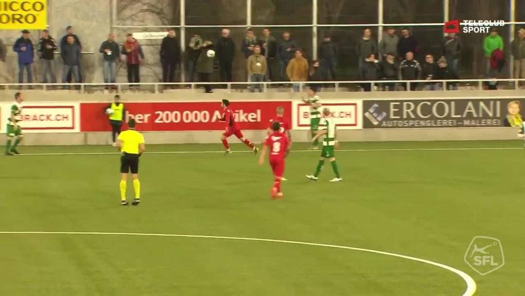 48. Minute: Der FC Aarau kommt nach der Pause mit Schwung zurück. Die nicht ganz geglückte Abnahme eines Einwurfs auf der Krienser Seite wird blitzschnell ausgenutzt, Marco Schneuwly gibt einen strammen Schuss auf das gegnerische Tor ab.