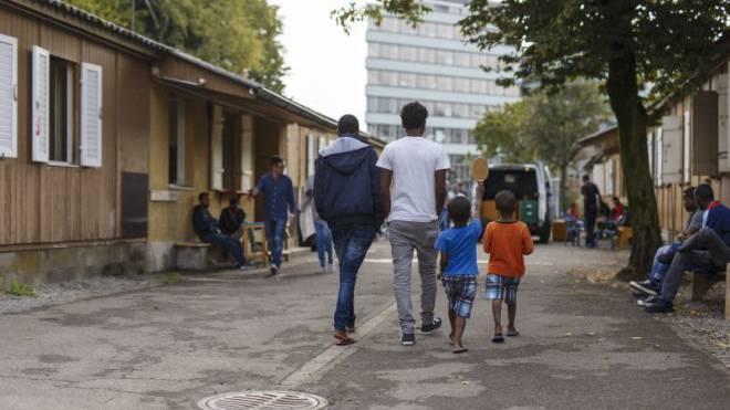 Flüchtlinge warten in einem Zentrum in Zürich auf den Asylentscheid. (Symbolbild)