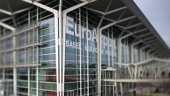 Die verschärften Kontrollen am Euro-Airport werden wieder etwas gelockert. (Archiv)