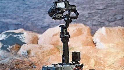 Mit dem Miniaturrover testen Forschende die Hochauflösungskamera. Bild: Juri Junkov