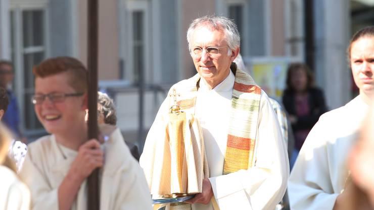 Bis 2015 leitete Niklas Raggenbass als Pfarrer etwa die Fronleichnams-Prozession. Das darf er heute nicht mehr.