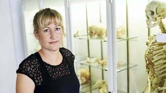 Sandra Lösch von der Abteilung Anthropologie des Instituts für Rechtsmedizin der Universität Bern hat zusammen mit einer internationalen Expertengruppe das Rätsel um einen Knochenfund gelöst.