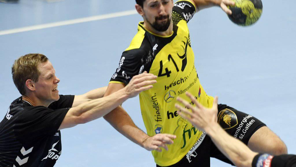Der St. Galler Igor Milovic (am Ball), hier im Match gegen die Kadetten