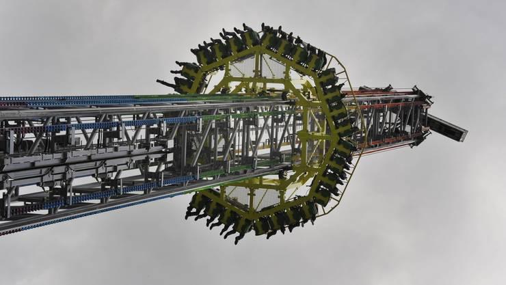 Power Tower, dem höchsten transportablen Freifallturm der Welt.