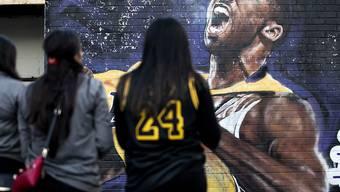 Fans nehmen in Los Angeles Abschied von der Basketball-Legende Kobe Bryant. (Archivbild)