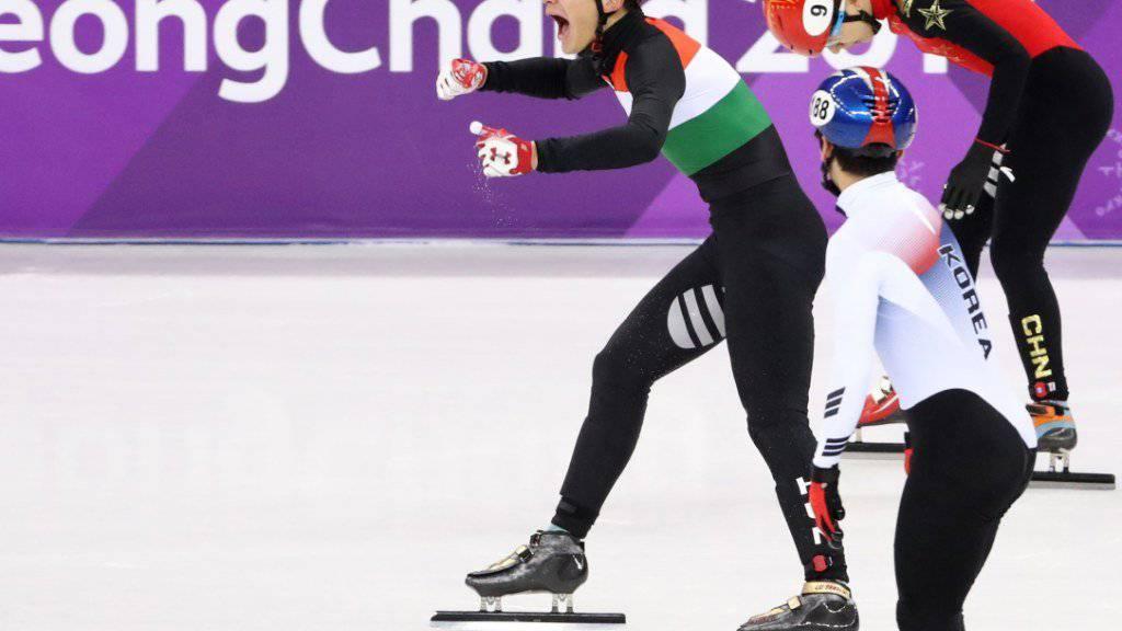 Grosse Freude beim ungarischen Shorttrack-Schlussläufer Liu Shaolin Sandor nach dem Gewinn von Olympia-Gold in der 5000-m-Staffel der Männer