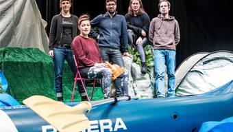 Friederike Falk, Elina Wunderle, Philippe Heule, Daniela Ruocco und Patrick Oes sind das Performance-Kollektiv heliumx. Nicole Nars-Zimmer