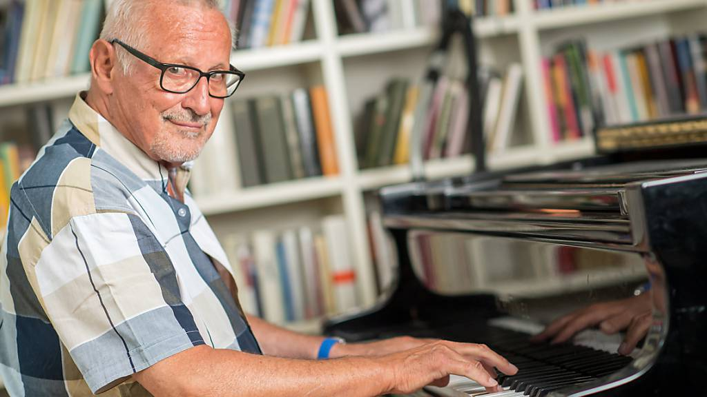 ARCHIV - Der Liedermacher Konstantin Wecker. Foto: Peter Kneffel/dpa
