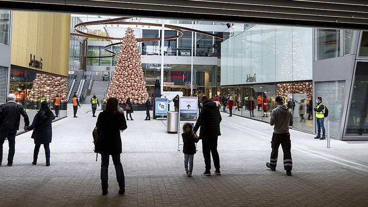 """Das neue Flughafenquartier """"The Circle"""" hat laut der Gewerkschaft Unia weder eine räumliche noch eine funktionelle Verbindung zum Flughafen Zürich. (Archivbild)"""