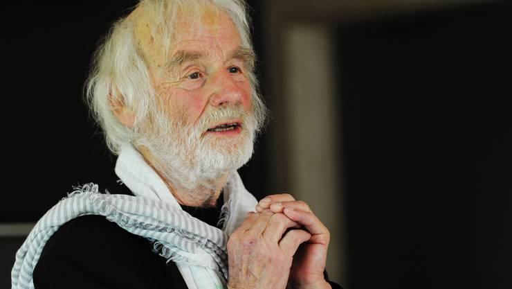 Pfarrer Ernst Sieber  erhält eine silberne Auszeichnung für ein goldenes Lebenswerk.