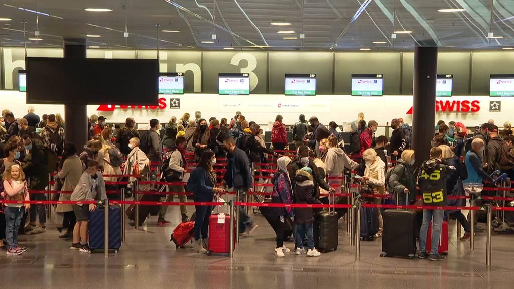 Ferienbeginn am Flughafen: Reiselust trotz Dokumentenfrust