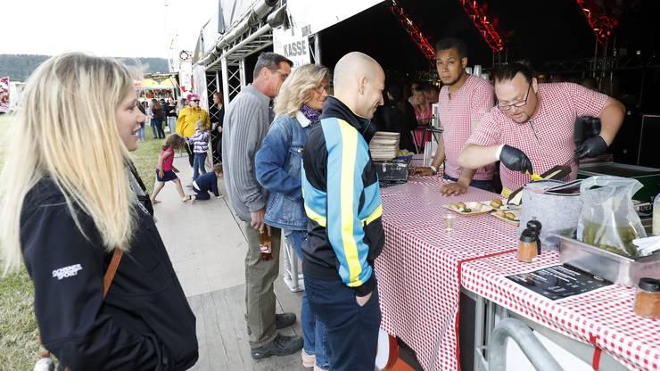Das Raclette-Zelt hatte dank der kalten Witterung grossen Andrang.
