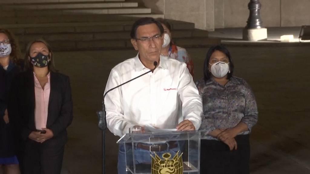 Peru: Parlament setzt Präsident Vizcarra ab