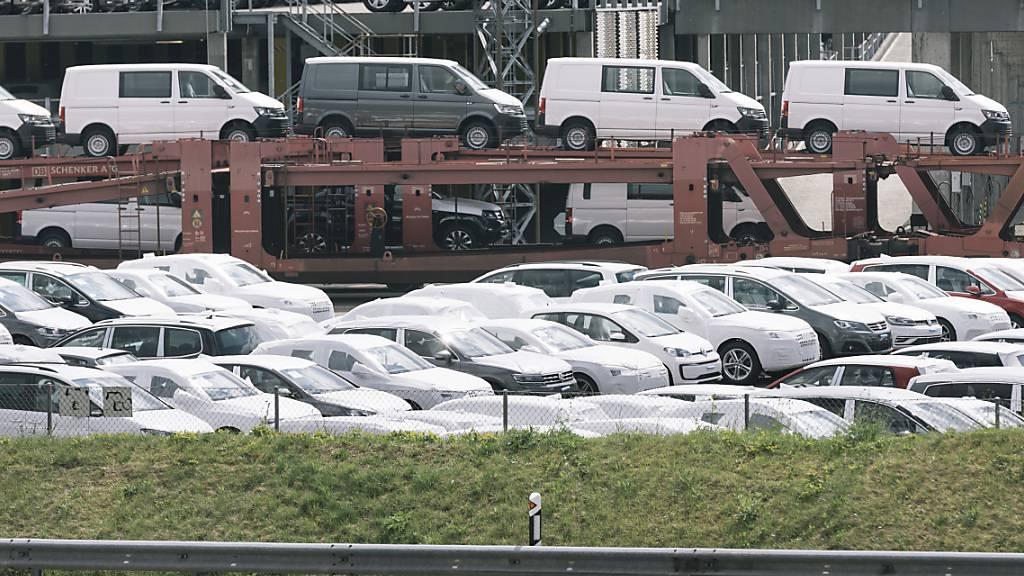 Der Fahrzeughandel gehört zu den Branchen, die bereits wieder über das Vorkrisenniveau zugelegt haben. (Archivbild)