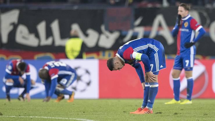Hängende Köpfe beim FC Basel nach der 1:2-Niederlage gegen ZSKA Moskau.