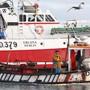 Ein Fischkutter fährt in den Hafen von Howth. Die irischen Küstengemeinden werden «ausgelöscht», wenn die britischen Fischereiforderungen nach dem Brexit erfüllt werden, so das irische Parlament. Foto: Brian Lawless/PA Wire/dpa