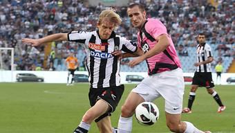 Juves Giorgio Chiellini (r.) im Duell mit Udineses Dusan Basta