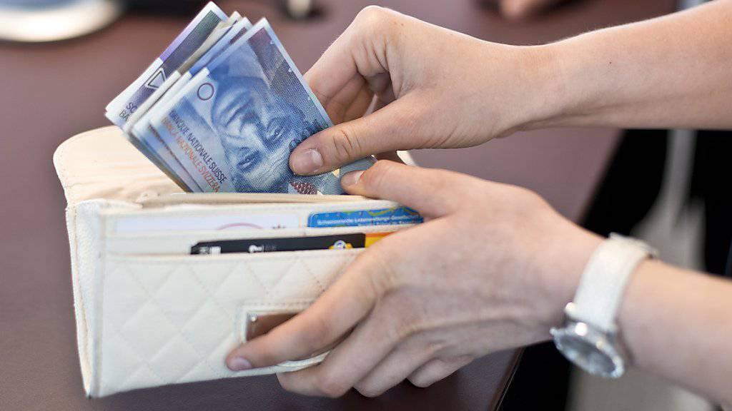 Die Einwohner des Kantons Zug haben mit fast 61'000 Euro im Jahr deutlich mehr Geld zur Verfügung als der Landesdurchschnitt mit gut 42'000 Euro. (Symbolbild)