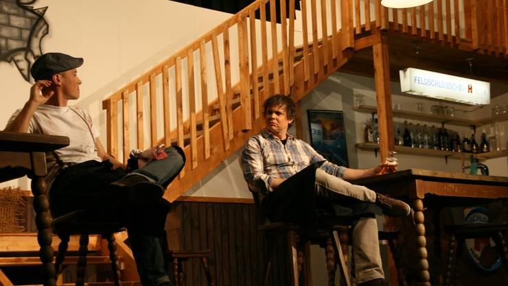 Unglücklich Klaus (Matthias Haag, links) und sein Bruder (Andreas Glück)