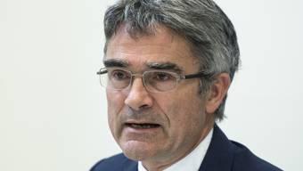 Der Bündner Regierungspräsident Mario Cavigelli (Archivbild) will gegen Unternehmen des Baukartells vorgehen. Denkbar seien Klagen auf Schadenersatz, Konventionalstrafen und der Ausschluss von Firmen von kantonalen Aufträgen.