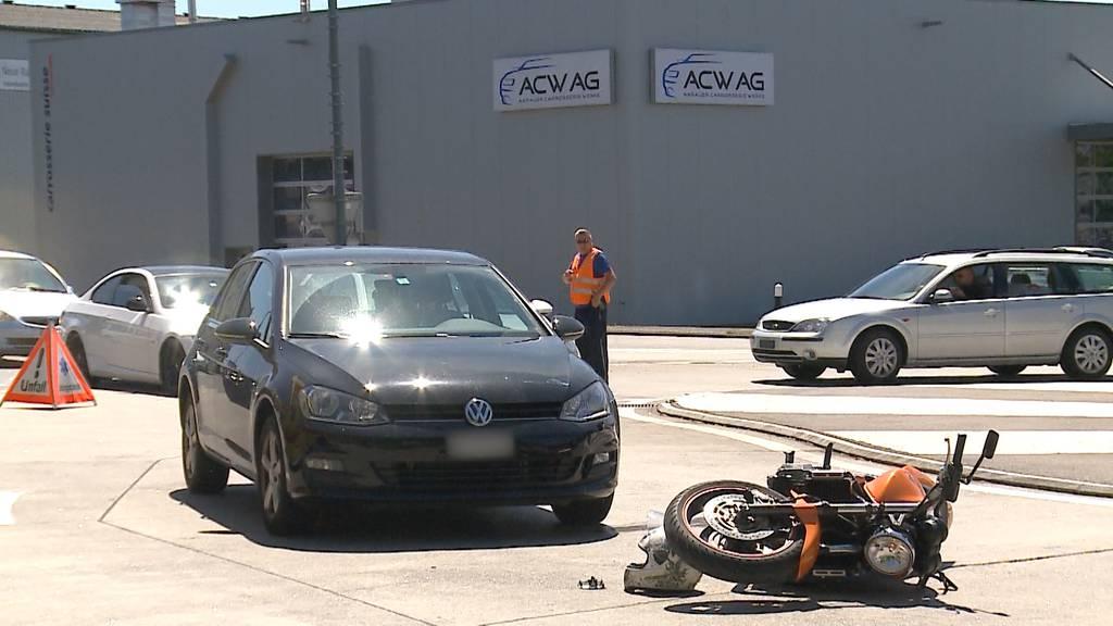 Aarau: Auto schiesst Motorradfahrer ab
