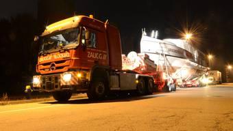 Sonderbarer Sondertransport: Die MS Oberhofen wurde in der Nacht auf Dienstag durchs Baselbiet chauffiert. In der Nacht auf Mittwoch gehts durch den Kanton Solothurn.