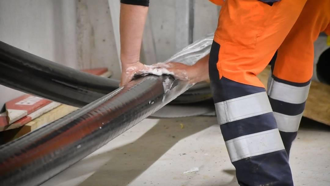 Schweizweit einzigartig: Auf Gäbihübel kommen 380 Tonnen Kabel in den Boden