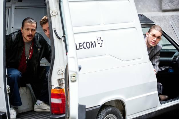 Während des Überfalls im Fiat Fiorino: Daniel Boner als Dieter Müller (links), Davide Gallace als Zoran Veljkovic und Veton Hamza als Domenico Silano.