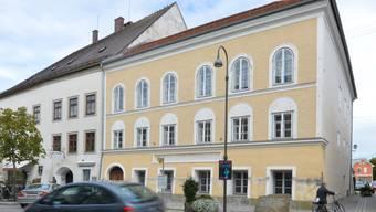 Im Rechtsstreit um Hitlers Geburtshaus in Braunau am Inn strebt der Anwalt der ehemaligen Hausbesitzerin eine millionenschwere Entschädigung wegen der Enteignung an.