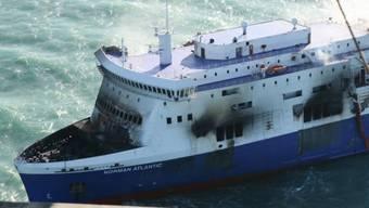 """Das Wrack der """"Norman Atlantic"""" wird nach Brindisi geschleppt"""