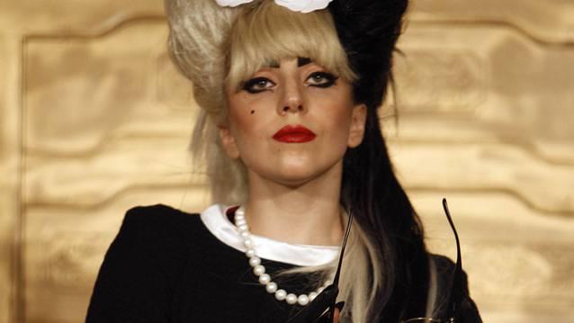 Lady Gaga will es offenbar als Schauspielerin versuchen - verkleiden kann sie sich jedenfalls schon (Archiv)