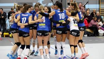 Die Spielerinnen von Sm'Aesch Pfeffingen konnten am Schluss nach einem schwierigen Spiel doch noch jubeln, wie hier, als sie in den Cuphalbfinal einzogen.
