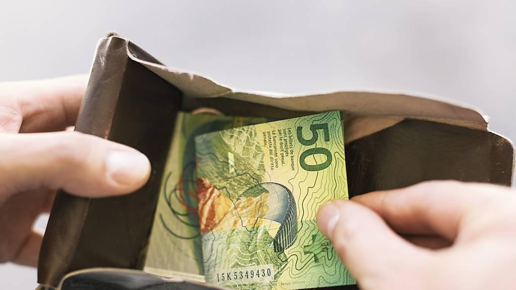 Mehr Geld im Portemonnaie: Die Steuerabzüge für die Krankenkassenprämien werden erhöht. (Symbolbild)