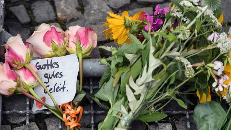 Blumen bei der französischen Botschaft in Berlin